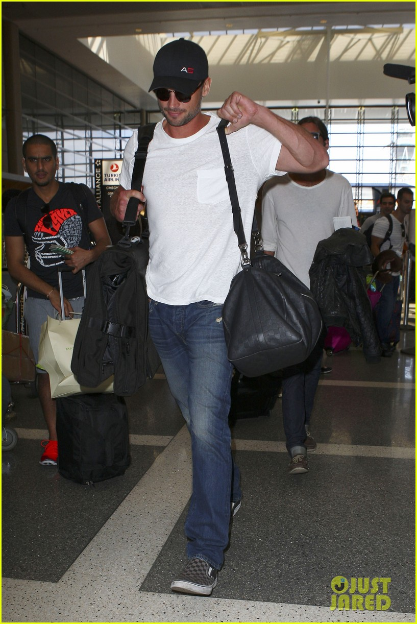 tom welling makes rare appearance at lax 10