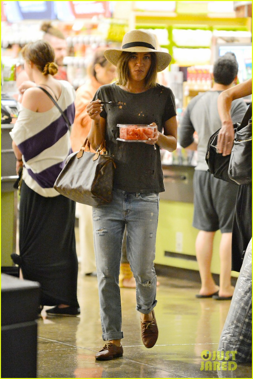 ed westwick jessica szohr shop for groceries together 01