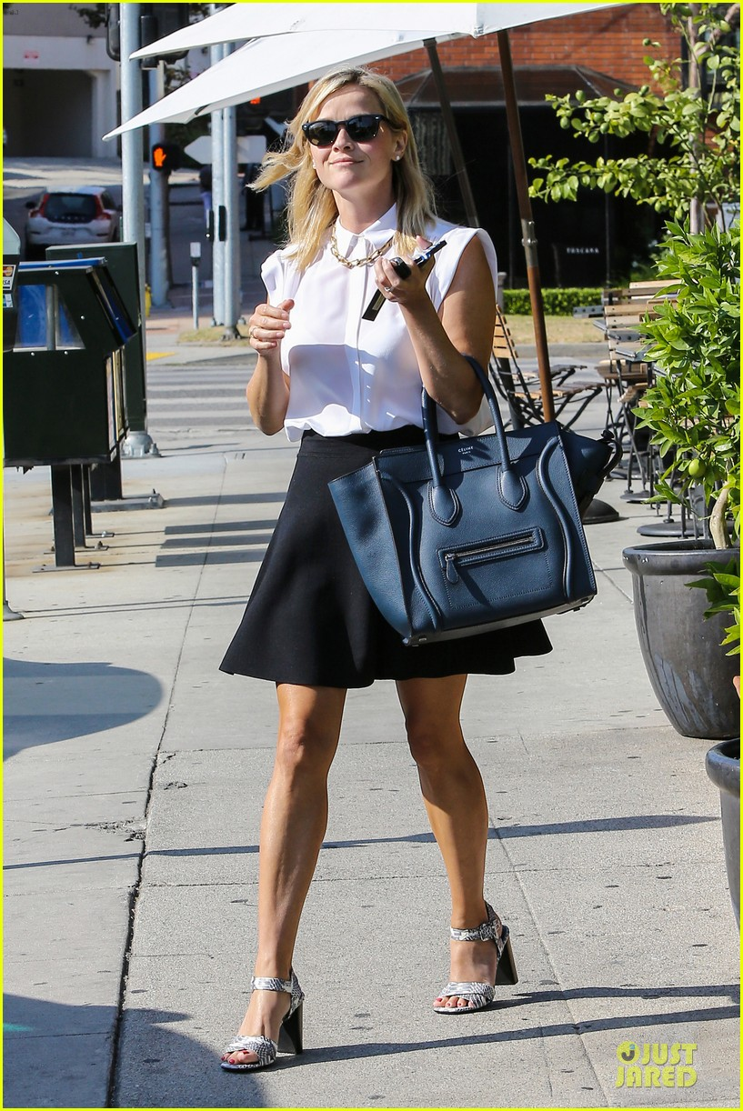 reese witherspoon signs with leonardo dicaprio manager 06