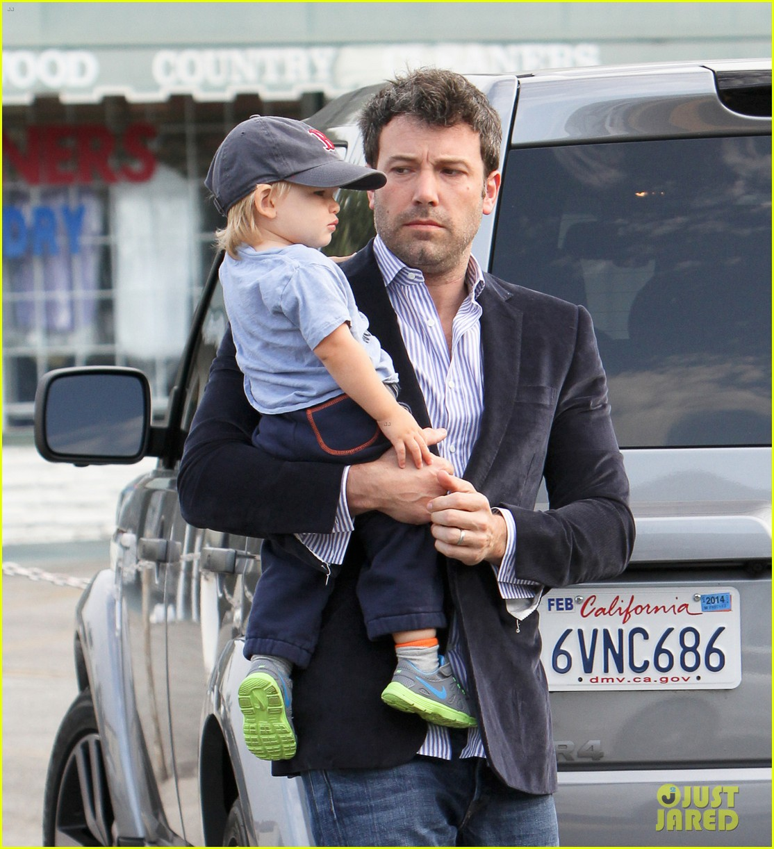 ben affleck plays mr mom while jennifer garner works 042948946