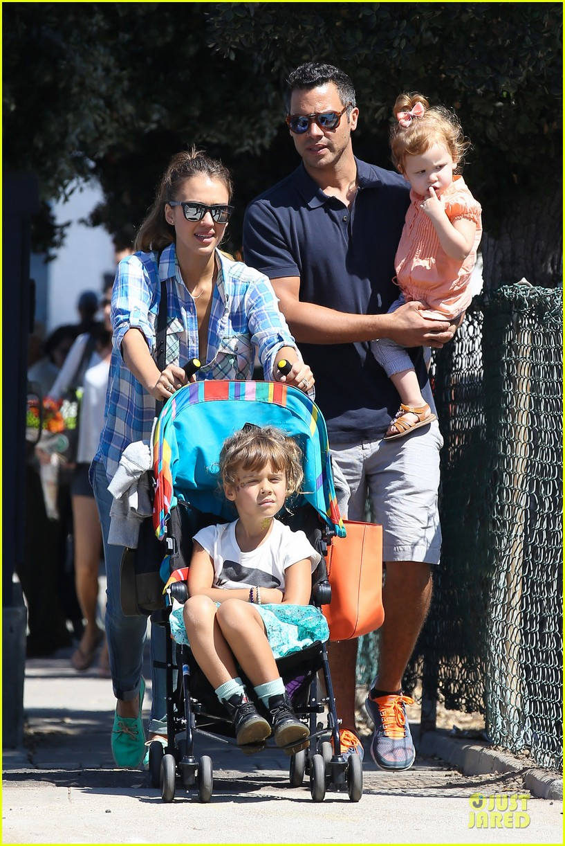 jessica alba farmers market fun with family after nyfw 012953646