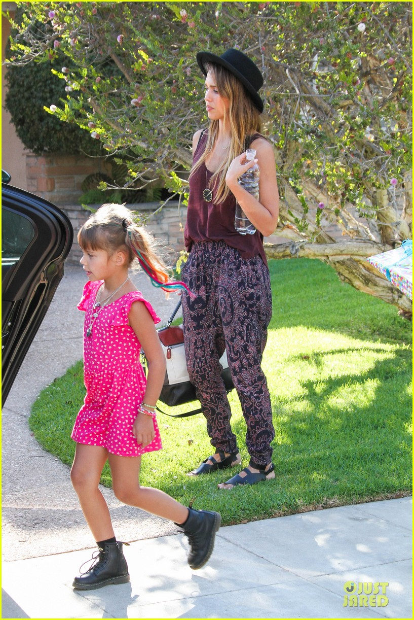 jessica alba farmers market fun with family after nyfw 14