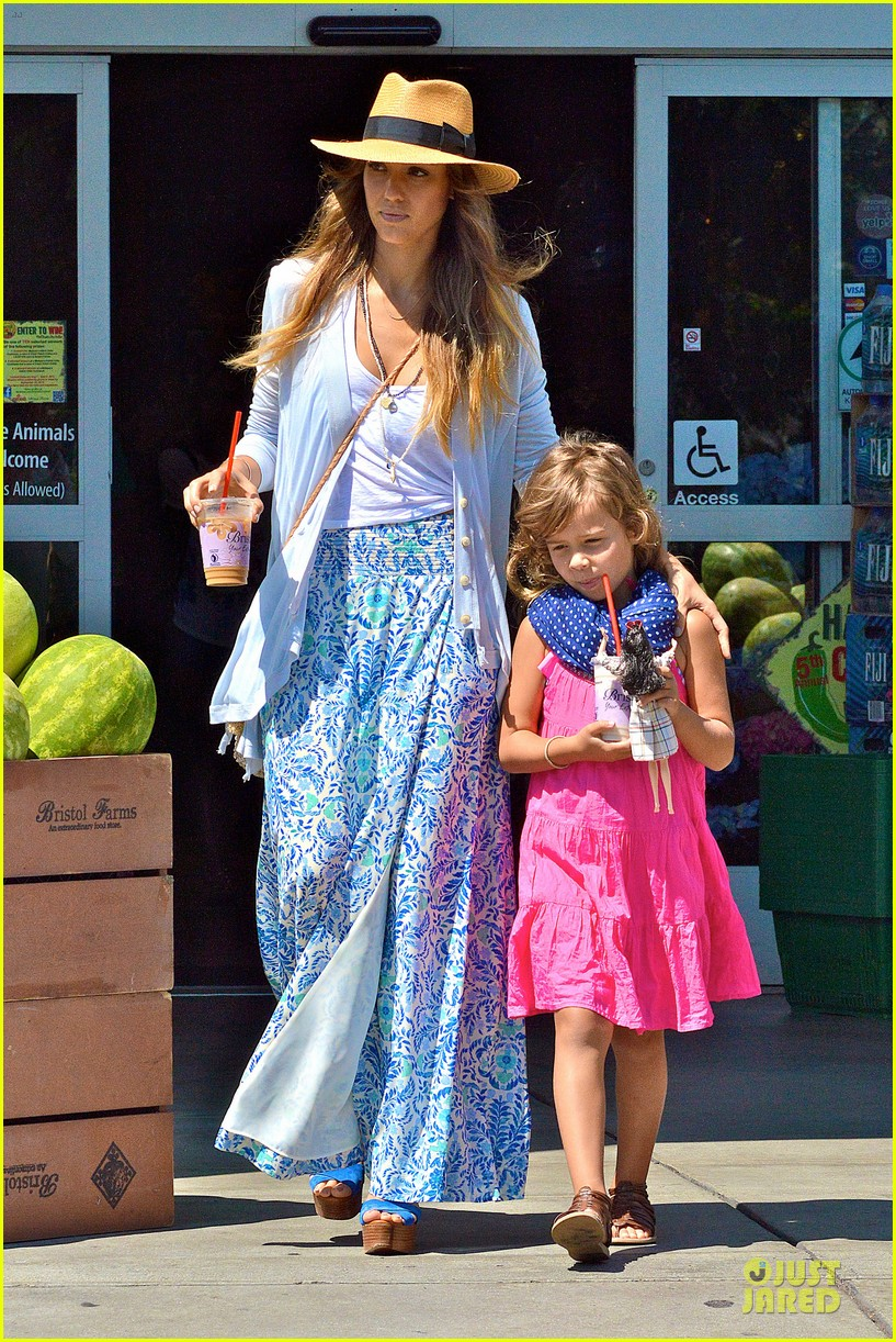 jessica alba labor day grocery shopping with honor 03