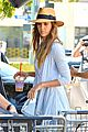 jessica alba labor day grocery shopping with honor 04