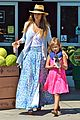 jessica alba labor day grocery shopping with honor 10
