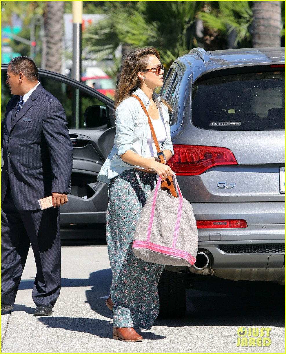 jessica alba sunday mall stop 13