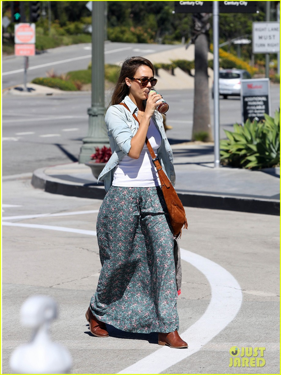jessica alba sunday mall stop 23