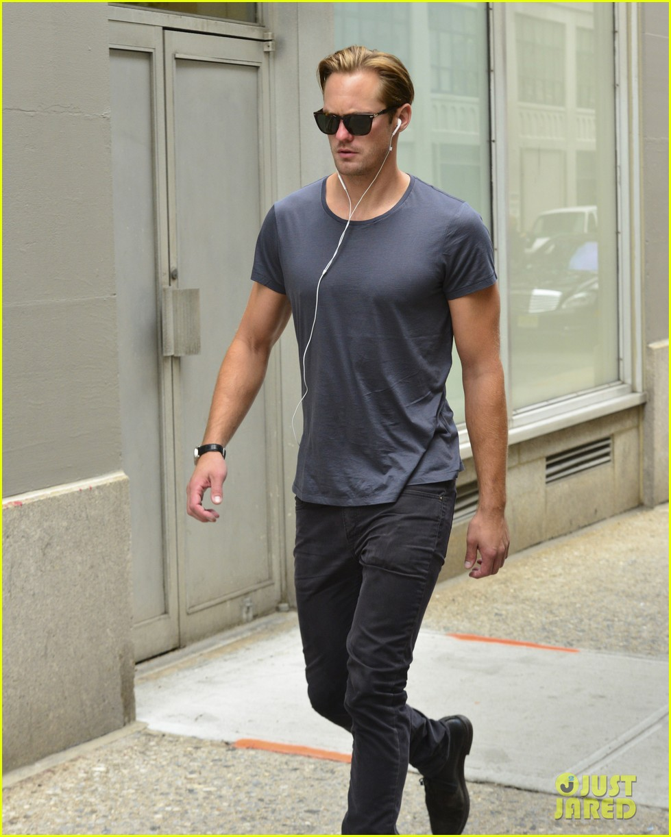 alexander skarsgard headed to south pole with prince harry for charity 132951531