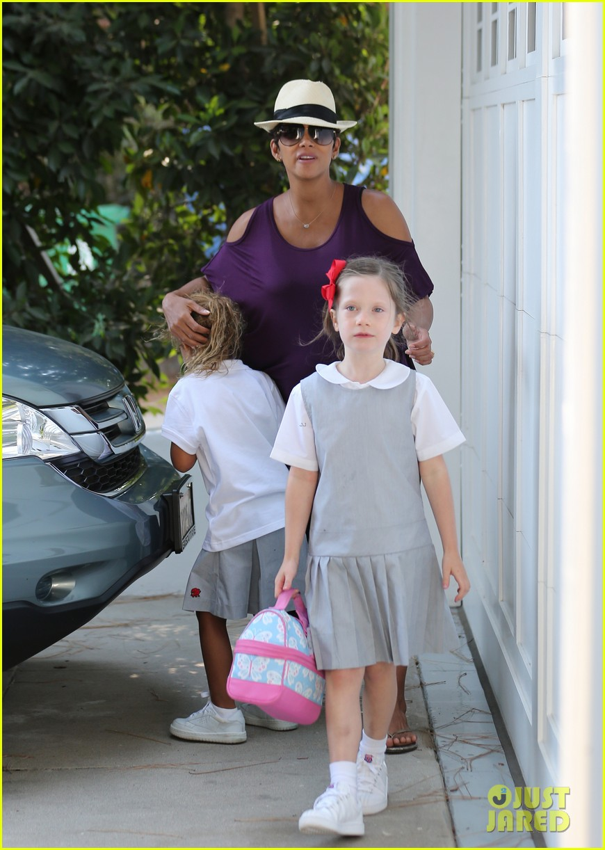 halle berry beverly hills playdate with nahla 042949141