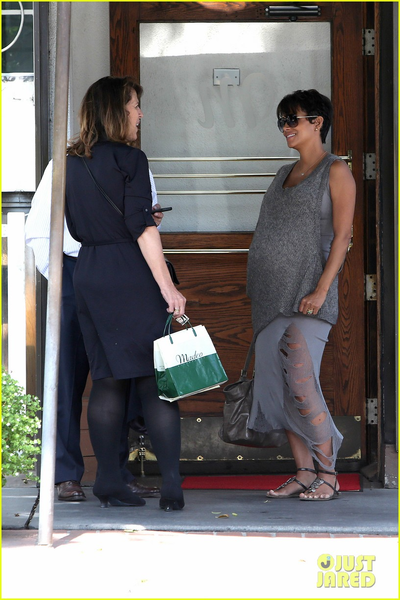 pregnant halle berry eats for two at madeos 09