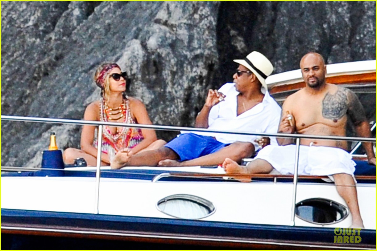 beyonce jay z italian yacht vacation with blue ivy 102945423
