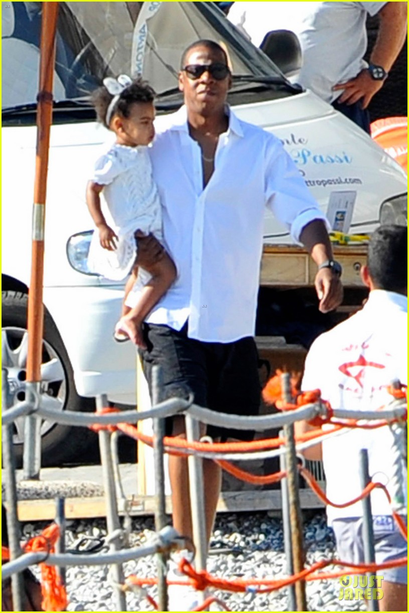 beyonce jay z italian yacht vacation with blue ivy 172945430