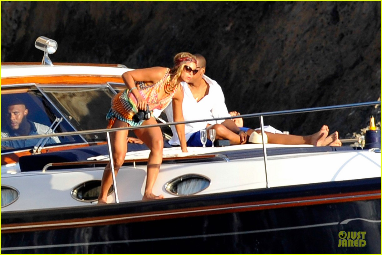 beyonce jay z italian yacht vacation with blue ivy 23