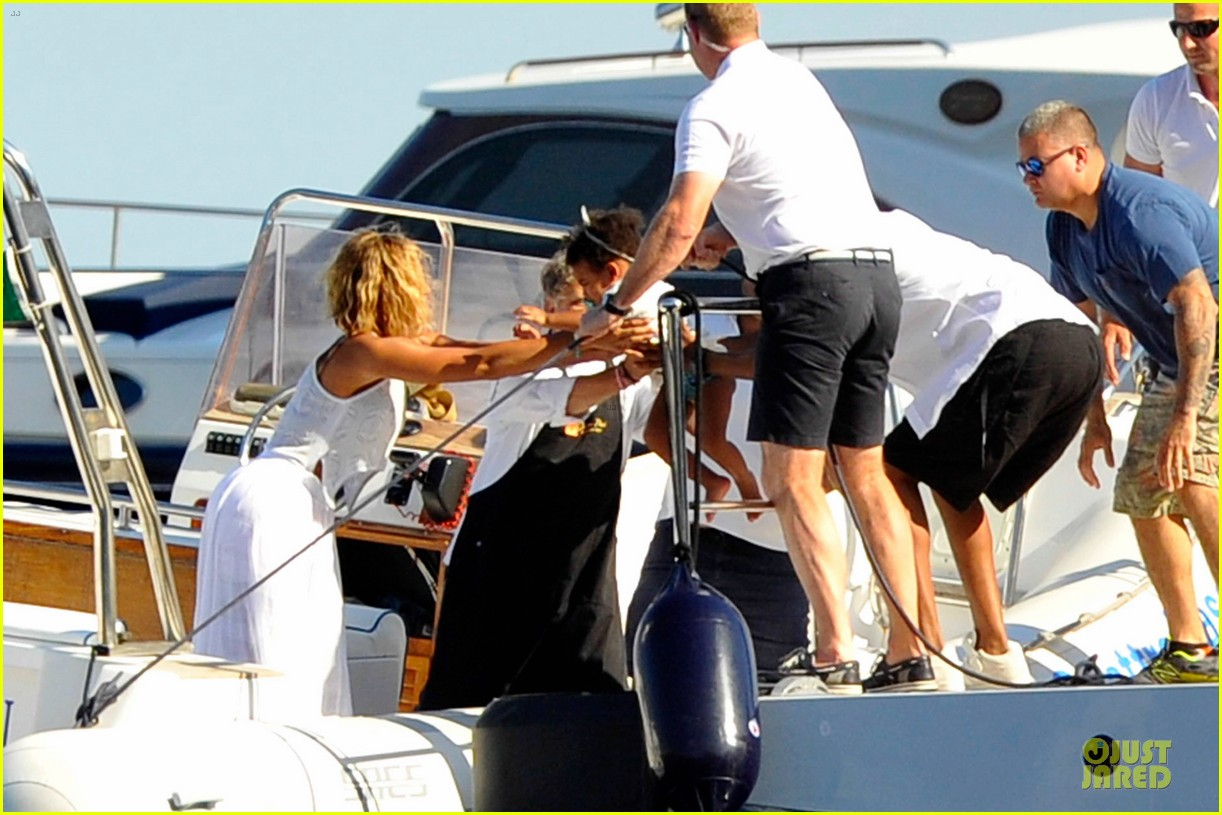 beyonce jay z italian yacht vacation with blue ivy 35