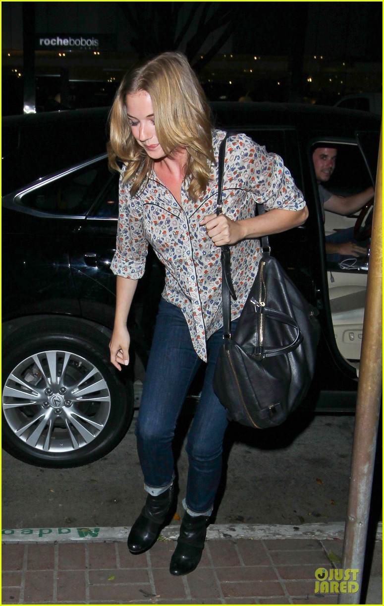 josh bomwan emily vancamp separate food outings 08