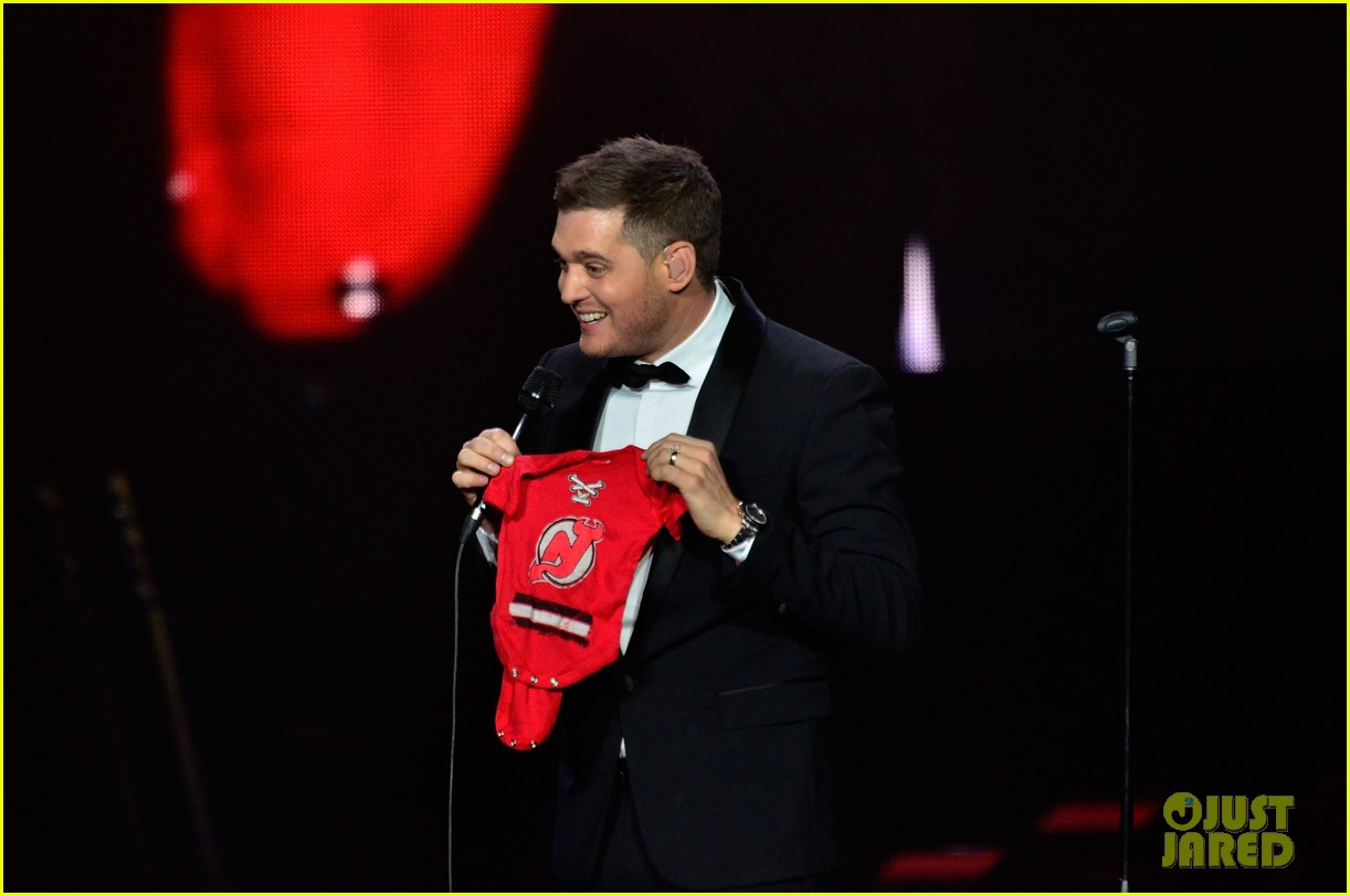 michael buble ends concert with amazing unplugged moment 202963141