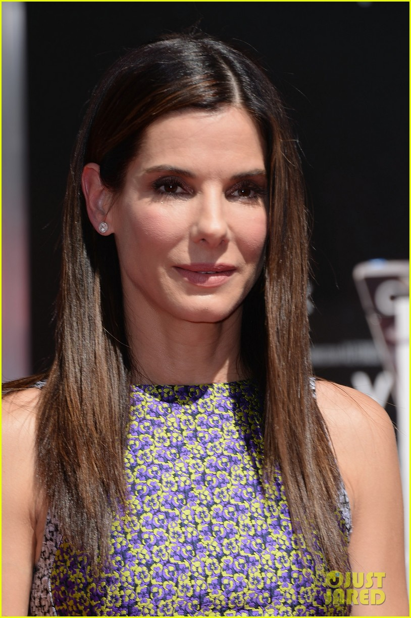 sandra bullock receives handprint at tci chinese theater 04