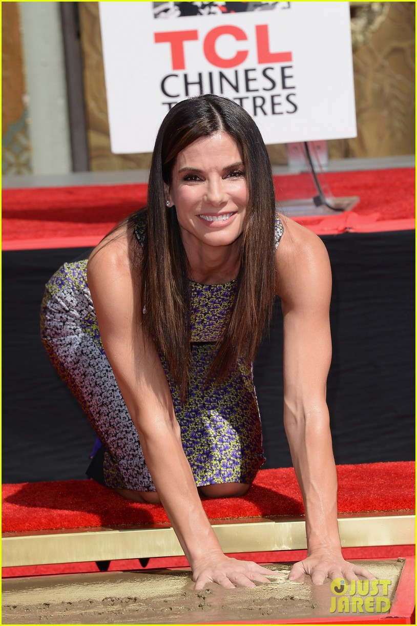 sandra bullock receives handprint at tci chinese theater 05