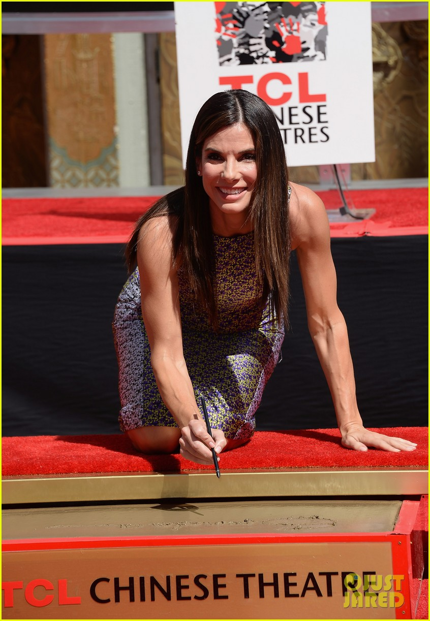 sandra bullock receives handprint at tci chinese theater 06