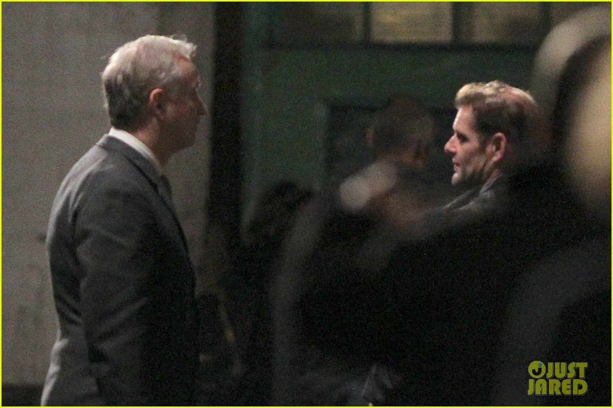 henry cavill suits up on man from uncle set 08