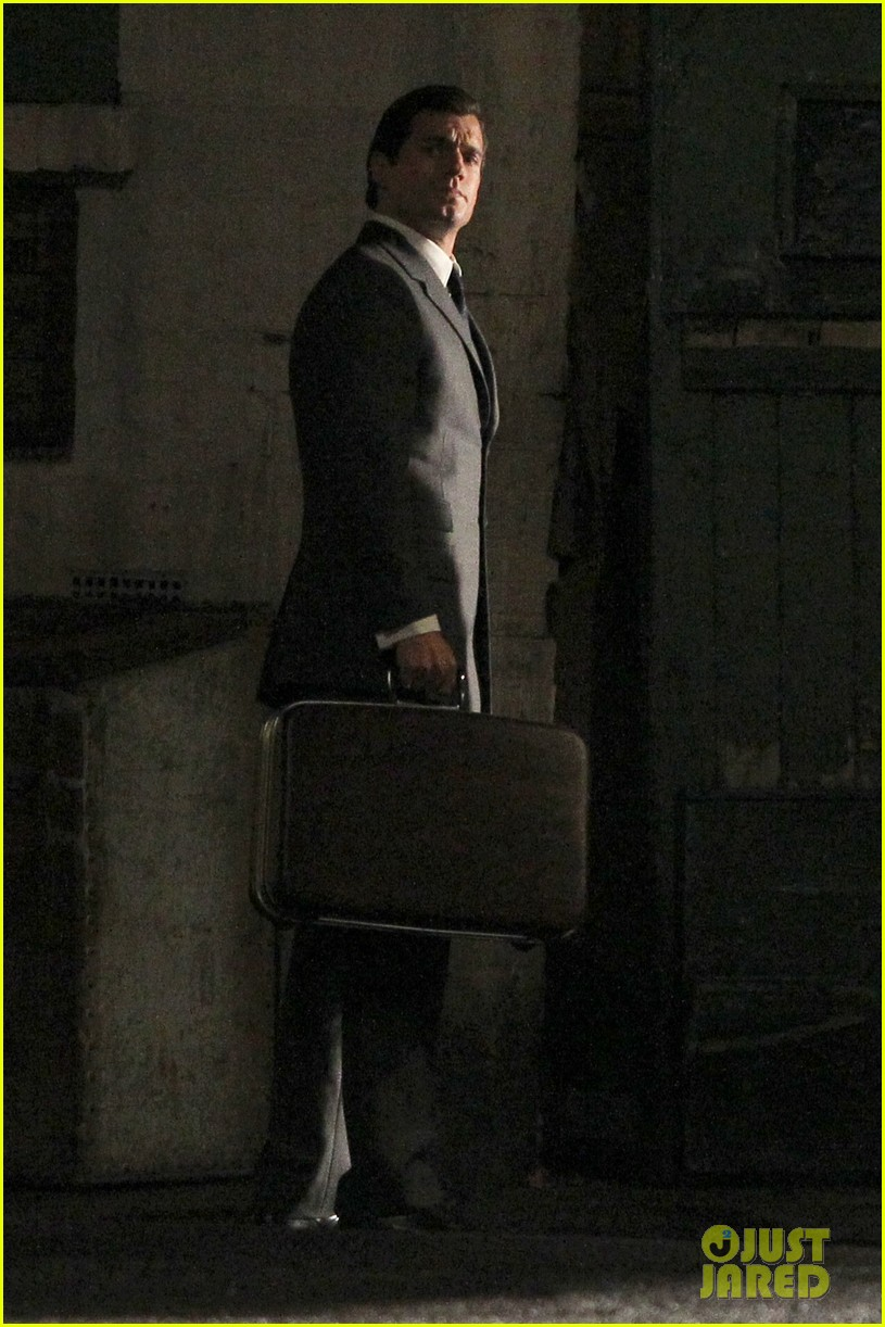 henry cavill suits up on man from uncle set 112955535