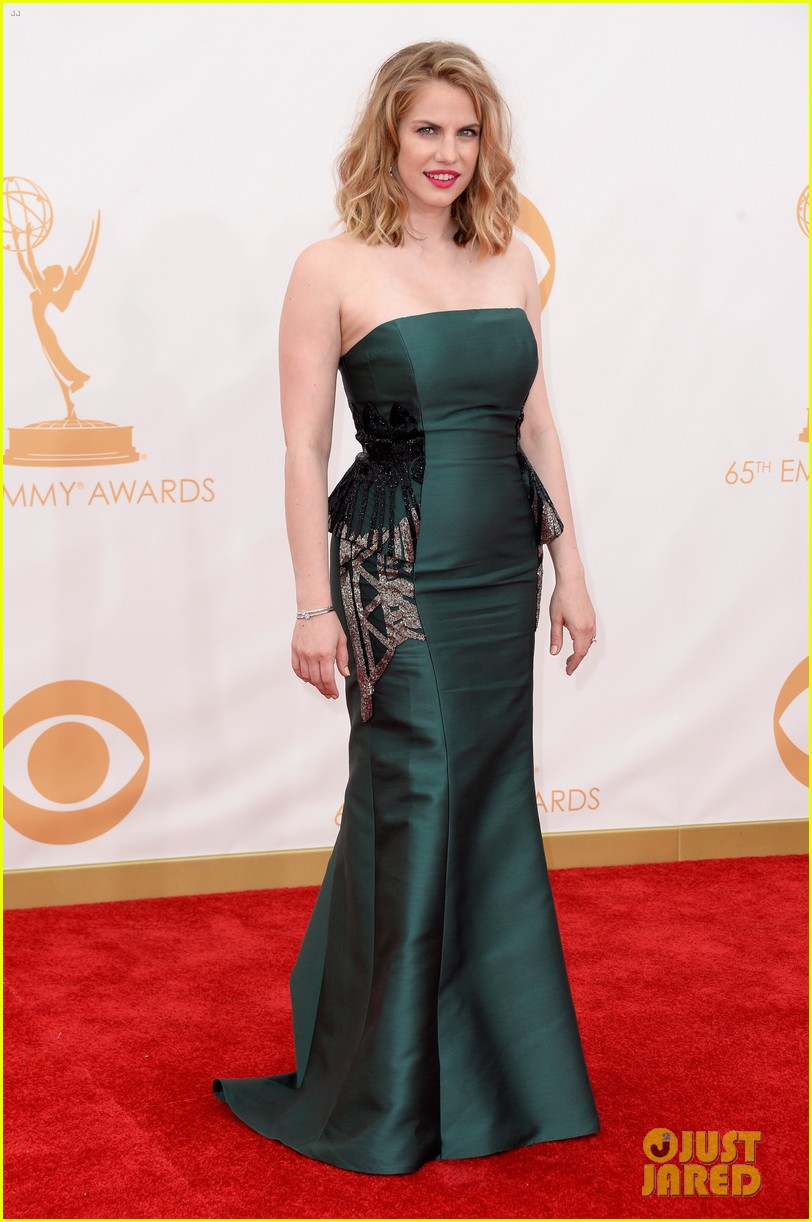 veep anna chlumsky emmys 2013 red carpet 032957978