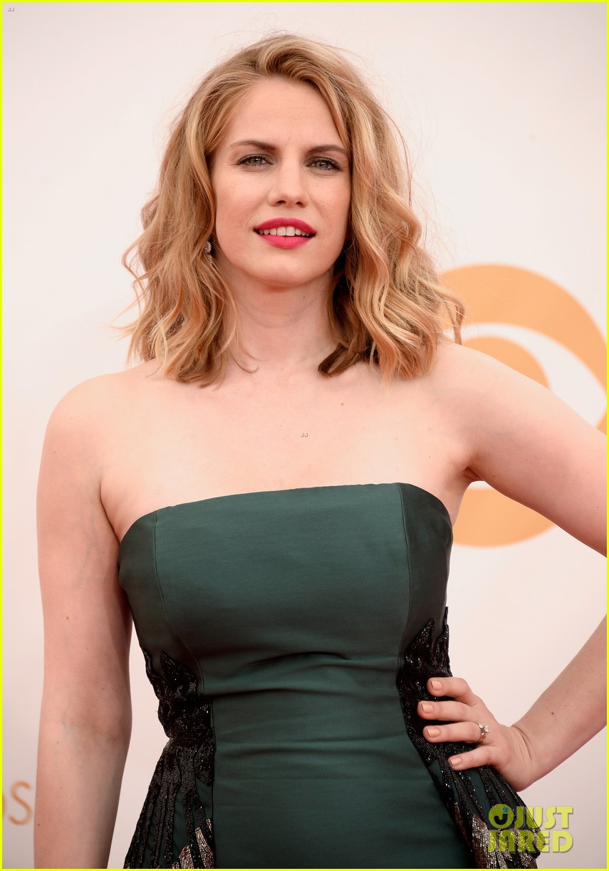 veep anna chlumsky emmys 2013 red carpet 06