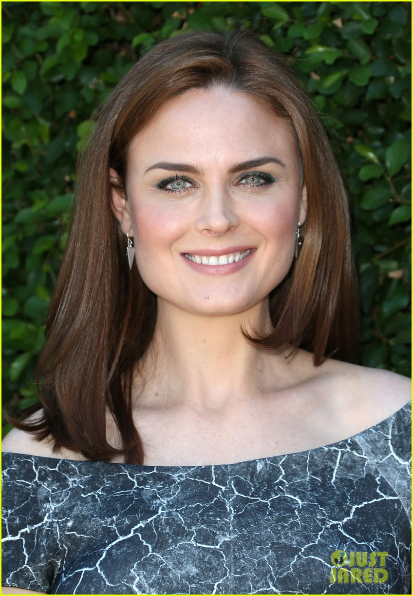 christina hendricks emily deschanel rape foundation annual brunch 02