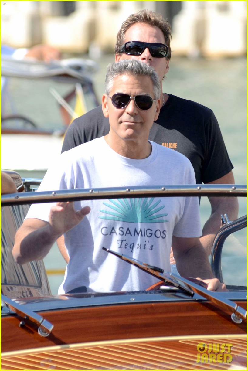george clooney boats around venice with rande gerber 02