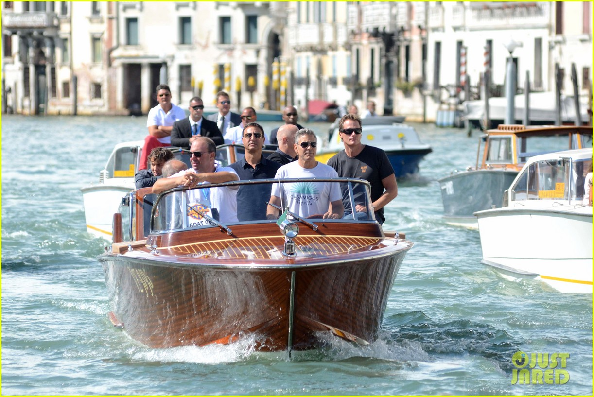 george clooney boats around venice with rande gerber 05