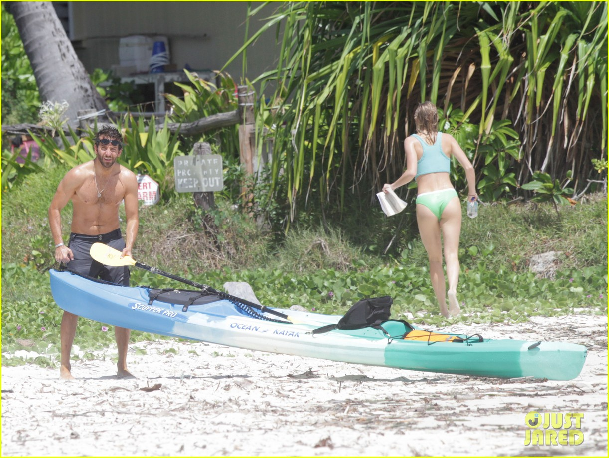 bradley cooper shirtless at the beach with suki waterhouse 01