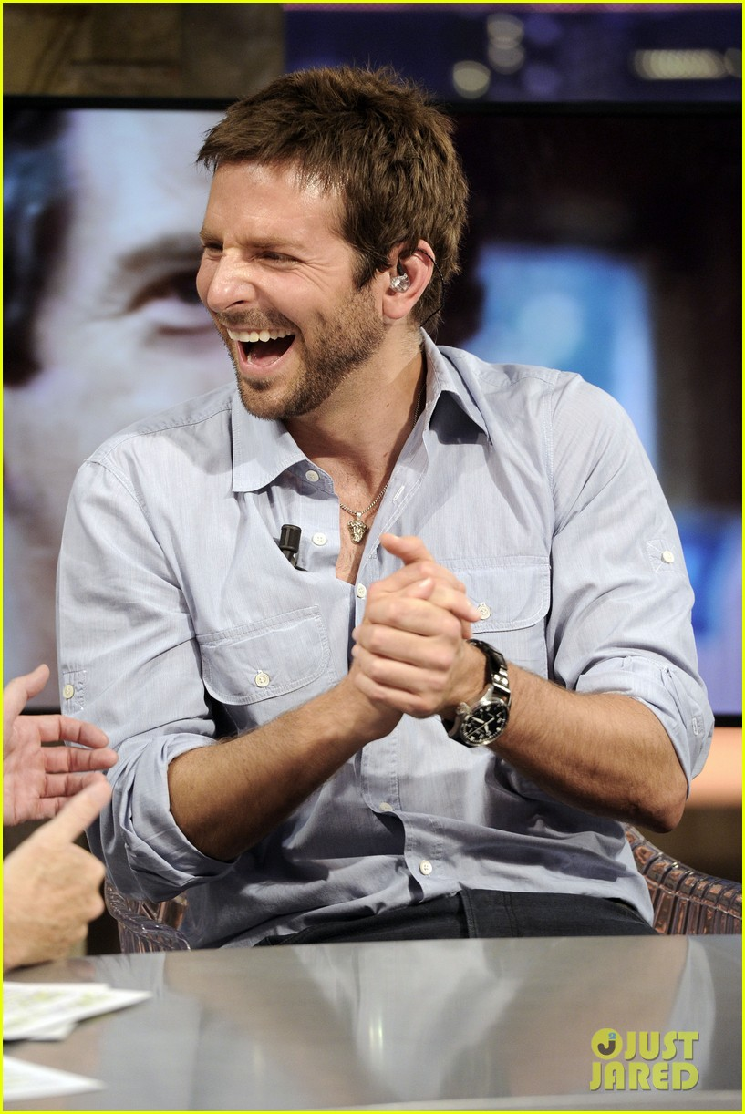 bradley cooper shoots hoops on el hormiguero 04