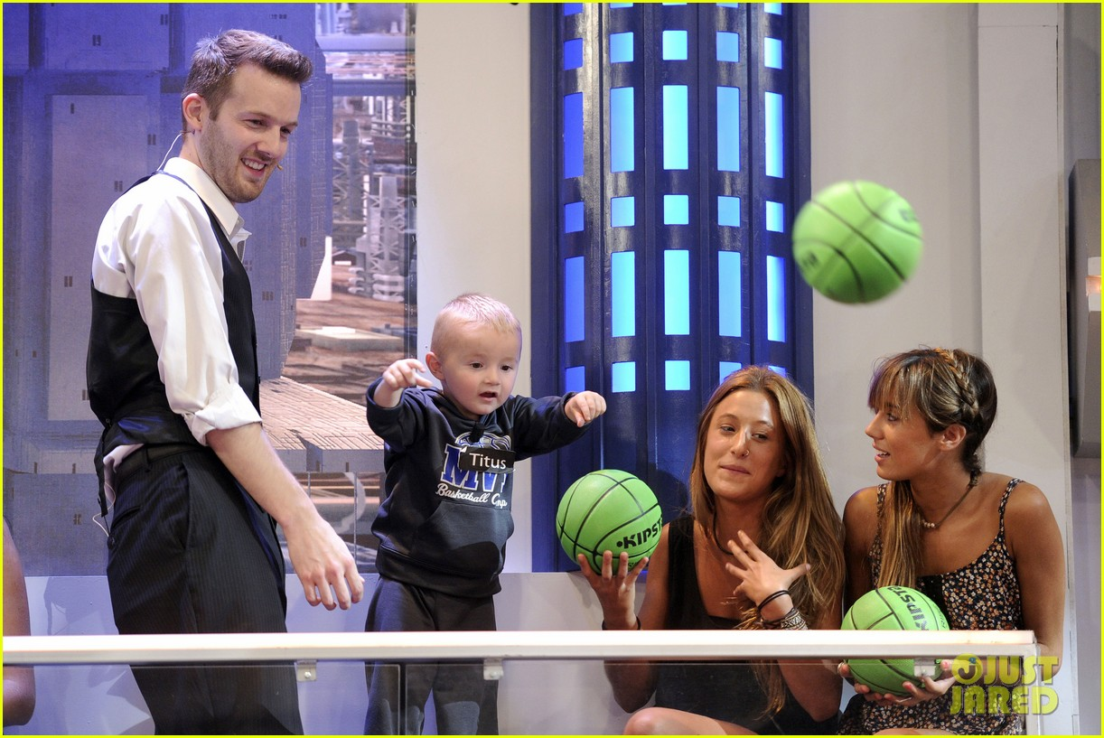 bradley cooper shoots hoops on el hormiguero 12
