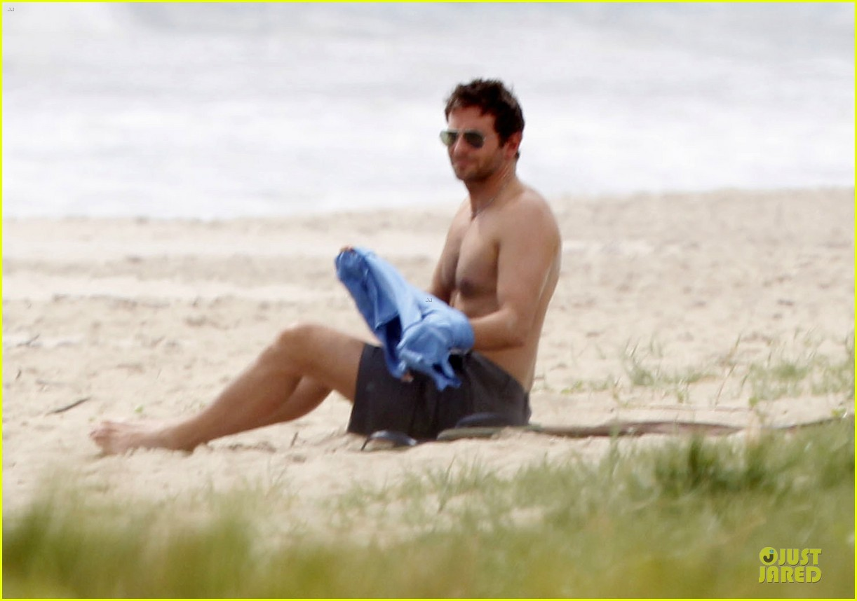 bradley cooper shirtless relaxing beach stud in hawaii 142952289