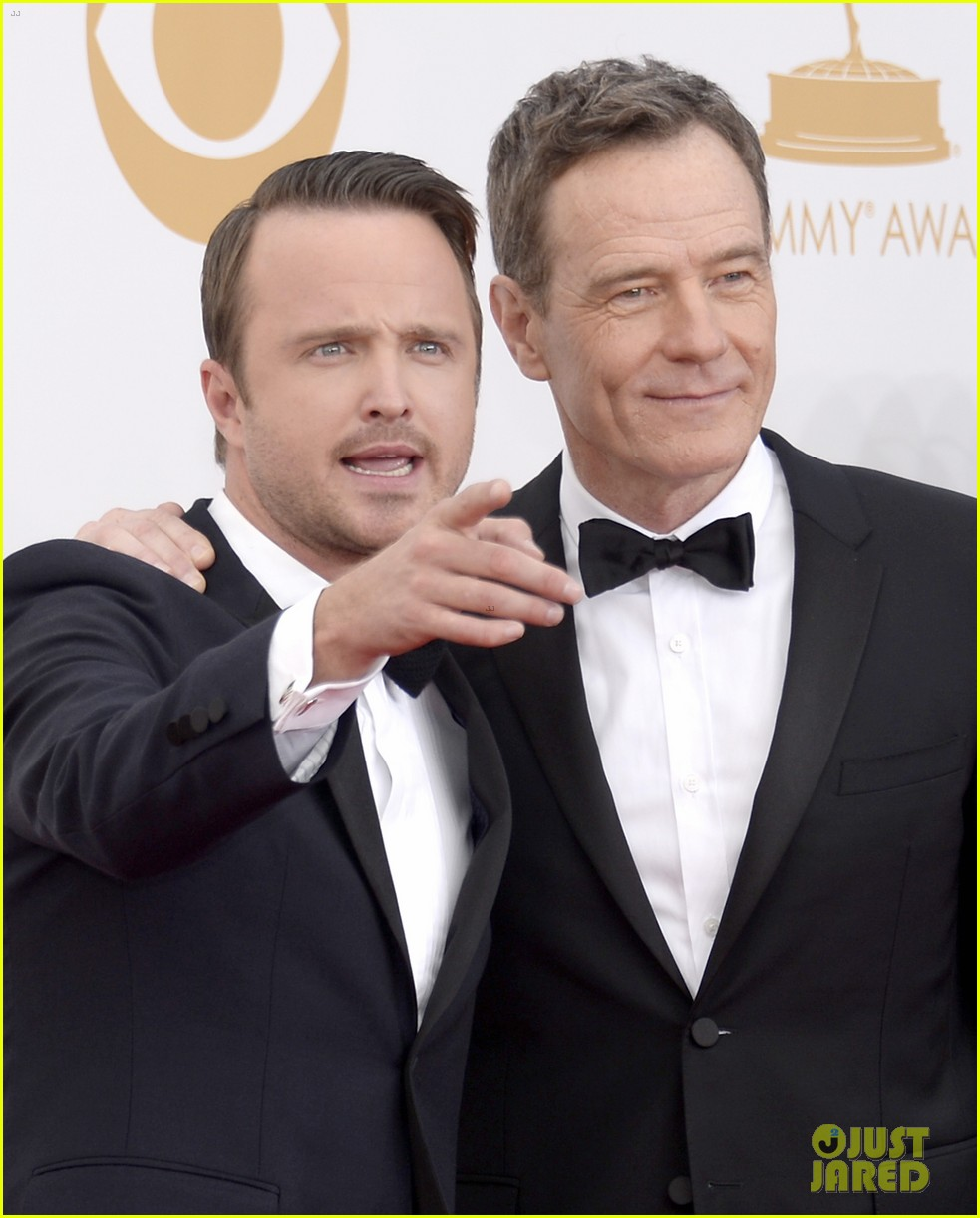 bryan cranston aaron paul emmys 2013 red carpet 06