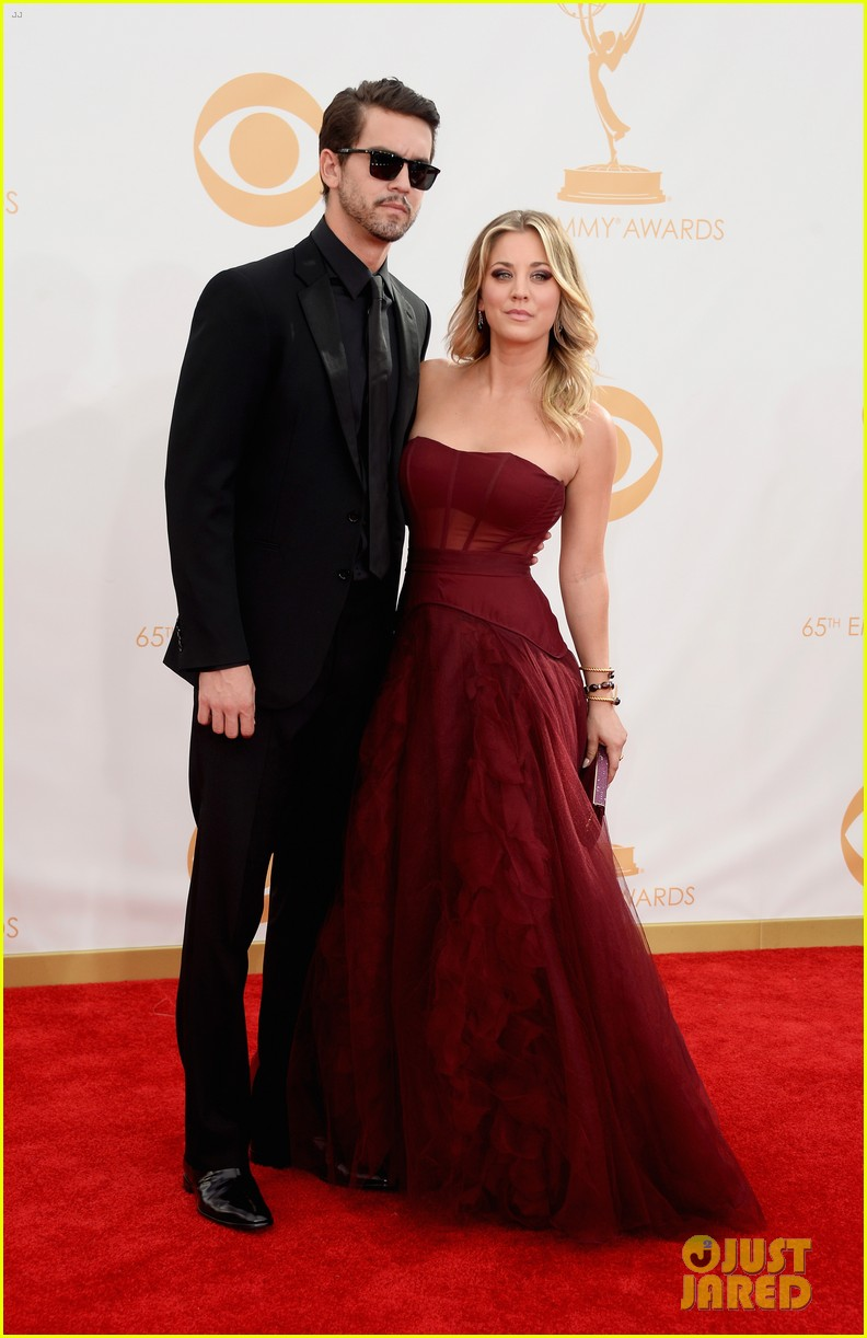 kaley cuoco ryan sweeting emmys 2013 red carpet 02