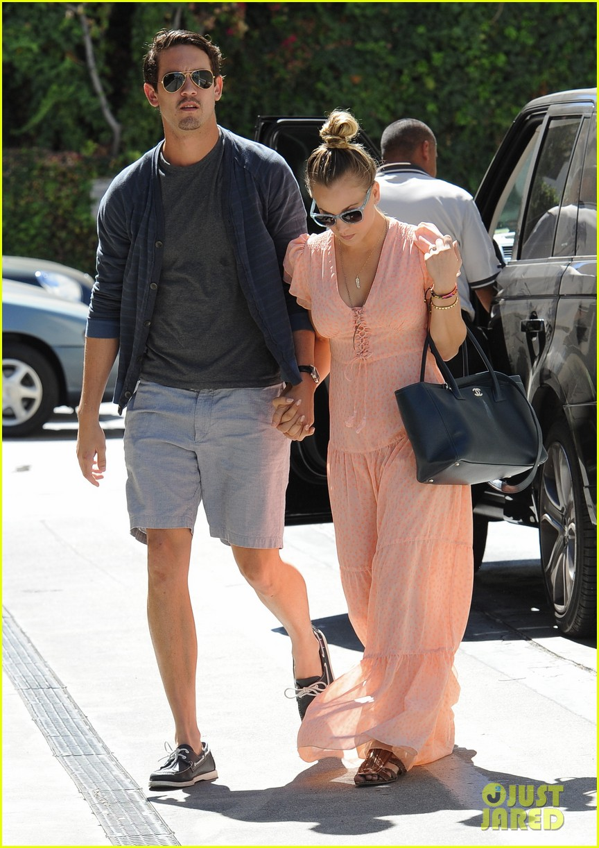 kaley cuoco fiance ryan sweeting hold hands at lunch 13