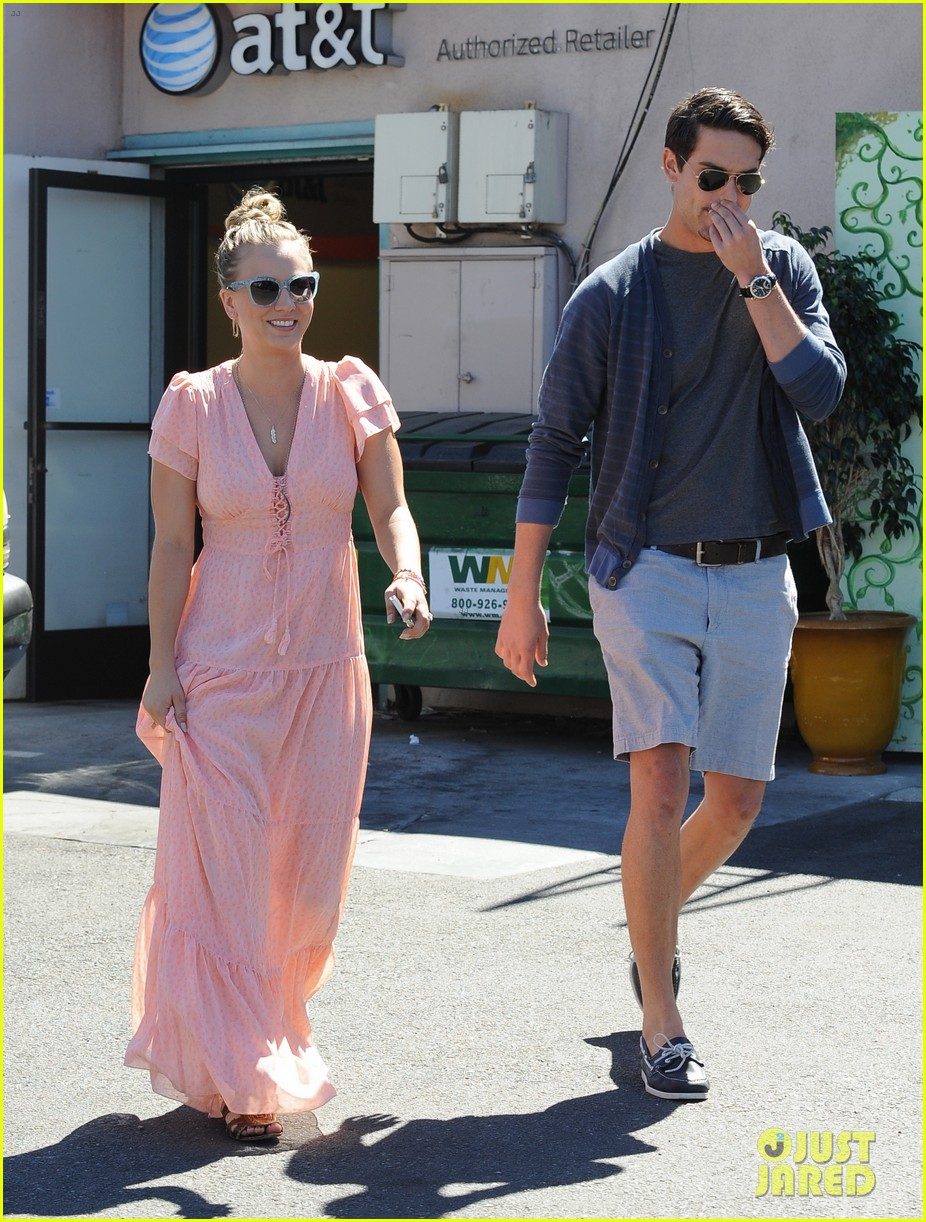kaley cuoco fiance ryan sweeting hold hands at lunch 17
