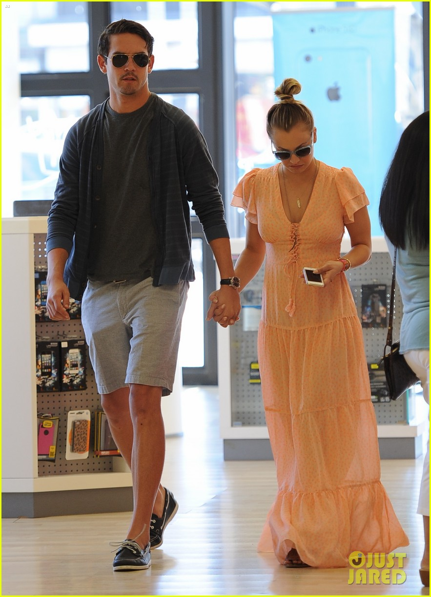 kaley cuoco fiance ryan sweeting hold hands at lunch 192961909