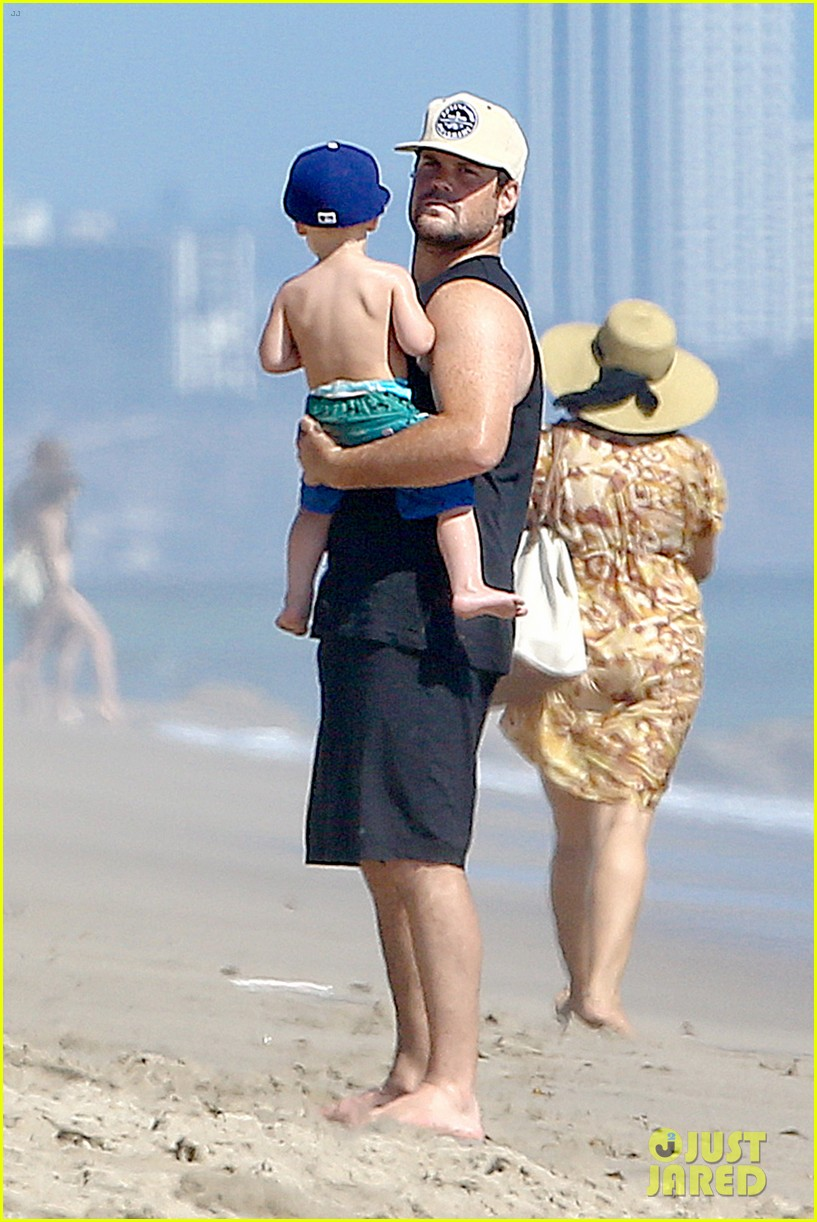 hilary duff mike comrie malibu beach with luca 032943506