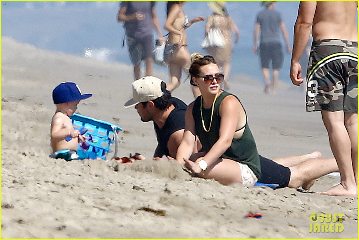 hilary duff mike comrie malibu beach with luca 05