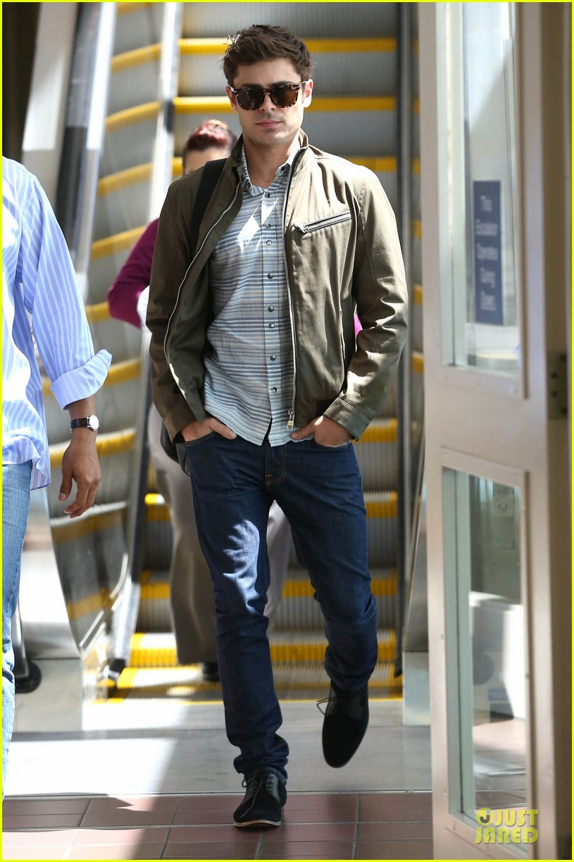 zac efron tom welling lax arrival after toronto film festival 09