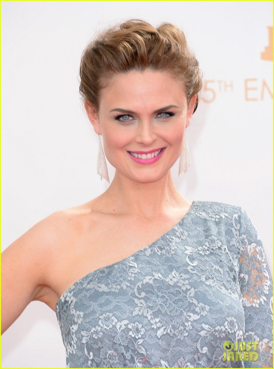 emily deschanel emmys 2013 red carpet photo 2957945