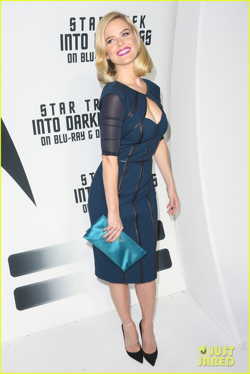 alice eve emile hirsch star trek into darkness dvd release party 012950079