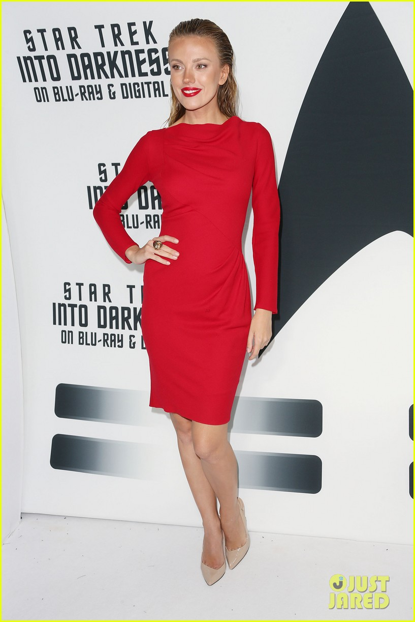 alice eve emile hirsch star trek into darkness dvd release party 11