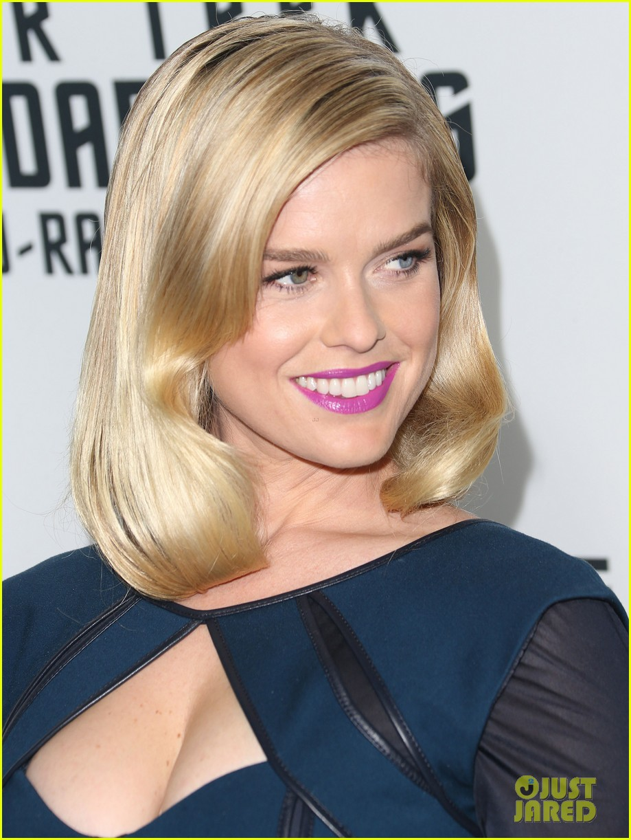 alice eve emile hirsch star trek into darkness dvd release party 152950093