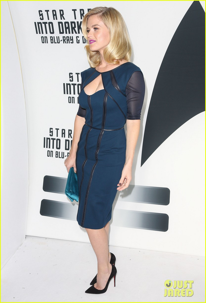 alice eve emile hirsch star trek into darkness dvd release party 162950094