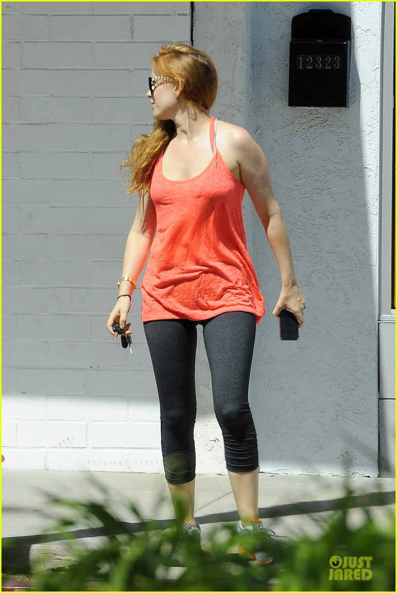 isla fisher fit book worm at iliad bookshop 03