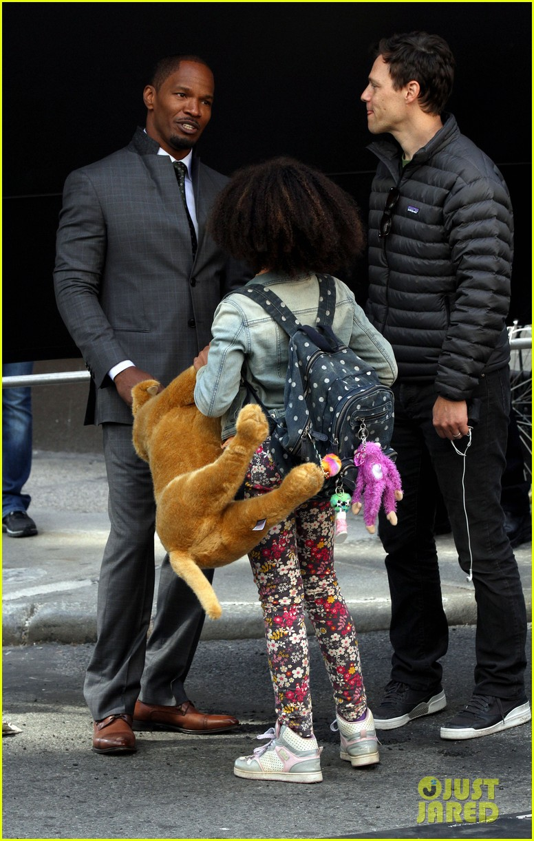 quvenzhane wallis jamie foxx film annie in new york 11