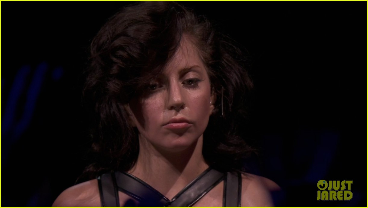 lady gaga reveals real hair during itunes festival photos 092941883